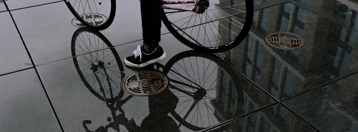 Bescherm je tegen de regen met de juiste fietskledij